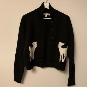 Cropped sweater with deer
